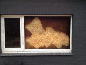 Außenansicht von gesichertem Fenster vom ASD Tischlernotdienst Norderstedt